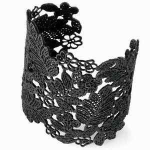 Stella & Dot Chantilly Lace Cuff